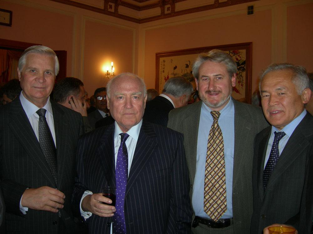 Андрей Кулагин, художник, с А.Зленко, В.Черномырдиным, Амангельды